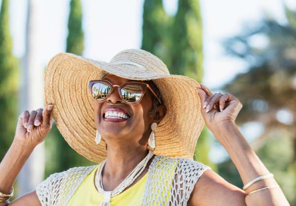 Polarized and Coloured Lenses: Benefits of Upgrading Your Summer Eyewear
