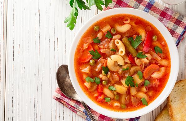 Vous manquez d'idées de recettes à faire à la maison? La distanciation sociale et l'isolement ont poussé plusieurs d'entre nous à repenser notre façon de cuisiner en raison de contraintes comme le manque d'ingrédients ou les sorties moins fréquentes à l'épicerie. Découvrez nos cinq recettes santé faciles à faire.